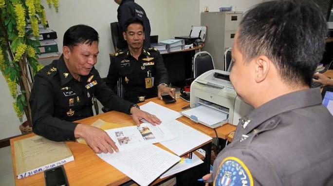 Các nhà chức trách Thái Lan bàn về trường hợp ông Thanakorn. Ảnh: thairath.co.th