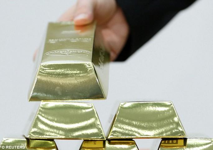 Số vàng người đàn nuốt trọng có giá trị gần 14.000 USD. Ảnh: REUTERS