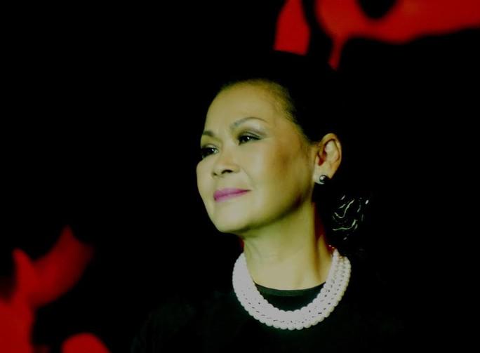 Ở tuổi 70, tiếng hát Khánh Ly vẫn rất cuốn hút