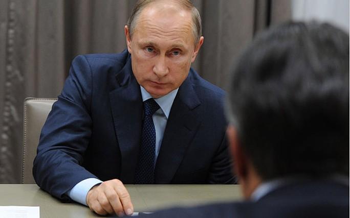 Tổng thống Putin đổ lỗi động thái mở rộng sang Đông Âu của NATO đã gây ra cuộc khủng hoảng ở Ukraine. Ảnh: AP