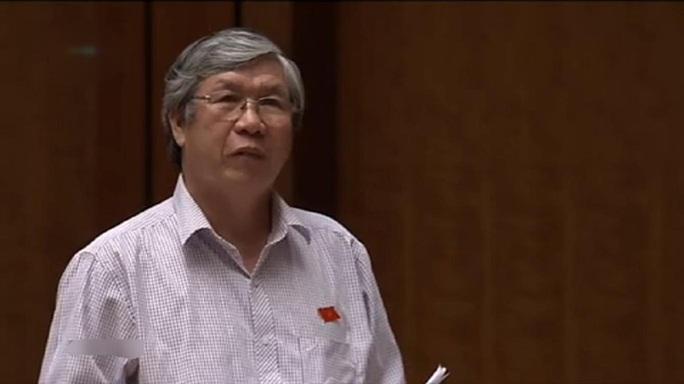 Đại biểu Lê Văn Lai (Quảng Nam) chất vấn Bộ trưởng Phạm Vũ Luận về tích hợp môn Lịch sử. Bộ trưởng Luận vắng mặt và sẽ trả lời vào chiều nay