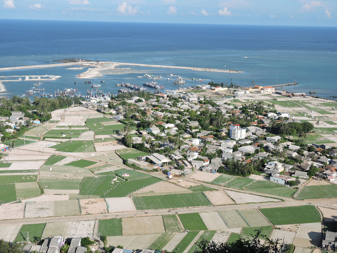 Toàn cảnh huyện Đảo Lý Sơn, Quảng Ngãi. ( Văn Mịnh)