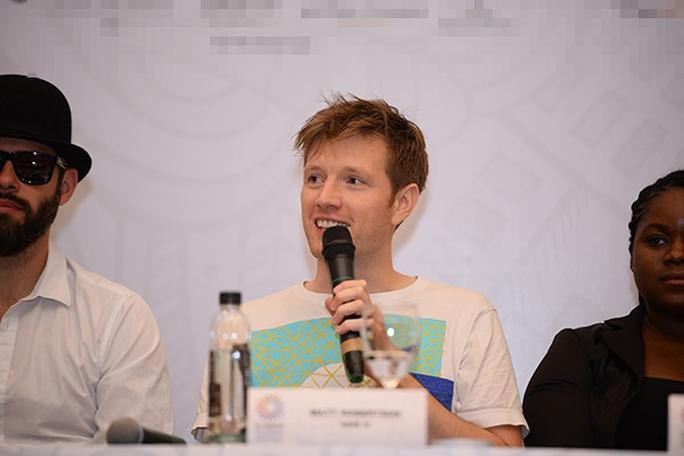 Nhà sản xuất  Mark Robertson cho hay bạn bè anh ngạc nhiên khi anh tham dự một lễ hội âm nhạc ở Việt Nam