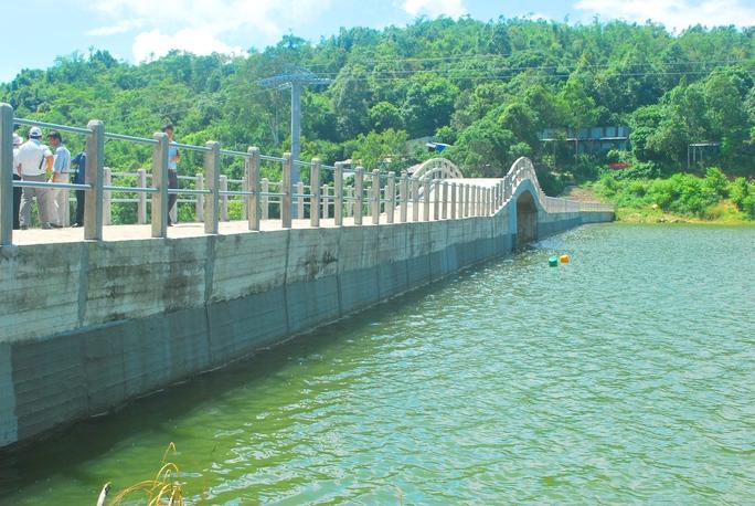 Hồ nước Thanh Long đang tích nước đúng cao trình để vận hành thử trong vòng 24 tháng trước khi đưa vào sử dụng chính thức.