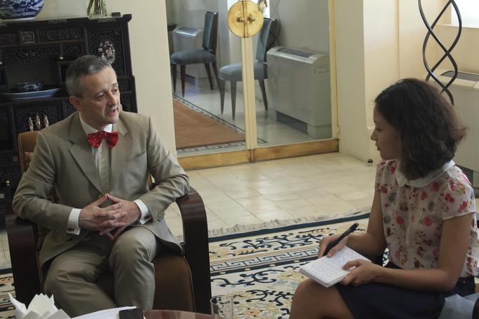 Tổng lãnh sự Pháp tại TPHCM Emmanuel Ly-Batallan trả lời phỏng vấn Báo Người Lao Động