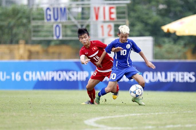 U16 Việt Nam (áo đỏ) hoàn toàn lấn lượt trước U16 Guam