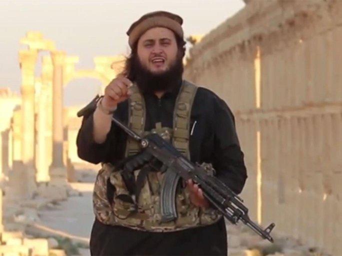 Harry S cũng nói rằng hắn ta đã chứng kiến cảnh Mohamed Mahmoud hành quyết con tin ở Palmyra. Ảnh cắt từ video trên Youtube/ Independent