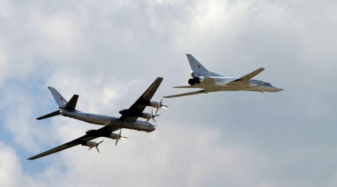 Máy bay ném bom chiến lược TU 95 và TU 22. Ảnh: RIA Novosti