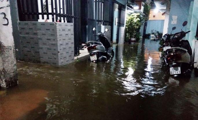 Nước ngập khu dân cư