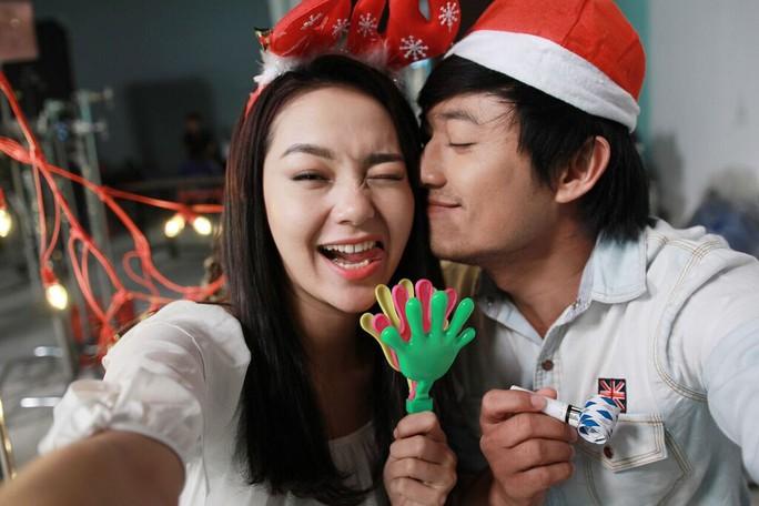 Minh Hằng, Quý Bình đón giáng sinh sớm trên phim trường