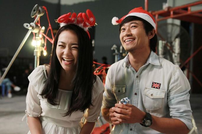 Minh Hằng và Quý Bình- 2 diễn viên chính của phim vui đùa trên phim trường