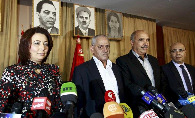 Các nhà lãnh đạo Bộ tứ Đối thoại Dân tộc Tunisia tại một cuộc họp báo tại thủ đô Tunis hồi tháng 9-2013  Ảnh: REUTERS