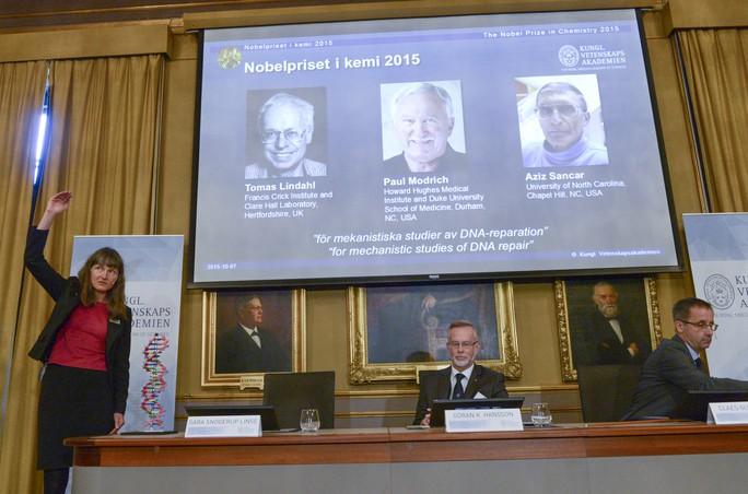 Buổi công bố giải Nobel Hóa học 2015 hôm 7-10. Ảnh: Reuters