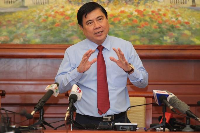 Tân Chủ tịch UBND TP Nguyễn Thành Phong trả lời báo chí sau khi được bầu