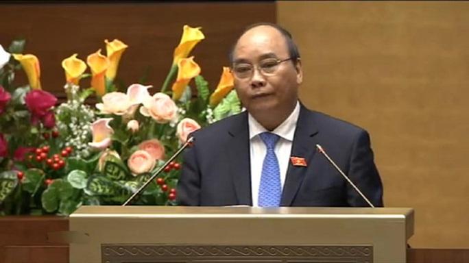 Phó Thủ tướng Nguyễn Xuân Phúc báo cáo trước Quốc hội - Ảnh chụp qua màn hình