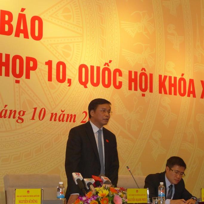 Chủ nhiệm Văn phòng Quốc hội Nguyễn Hạnh Phúc trả lời báo chí tại cuộc họp báo thông tin về kỳ họp thứ 10, QH khoá XIII  Ảnh: Thế Dũng