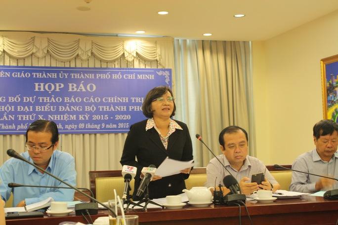 Bà Thân Thị Thư - Ủy viên Thường vụ, Trưởng Ban Tuyên giáo Thành ủy TP HCM - phát biểu chỉ đạo tại buổi họp báo công bố dự thảo Báo cáo chính trị Đại hội đại biểu Đảng bộ TP HCM lần thứ X. Ảnh: PHAN ANH