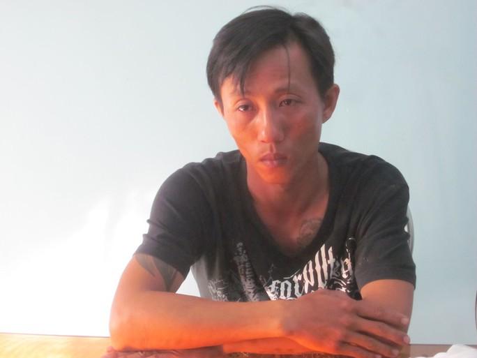 Phan Khắc Vy tại cơ quan điều tra. Ảnh: Công an Vĩnh Long cung cấp