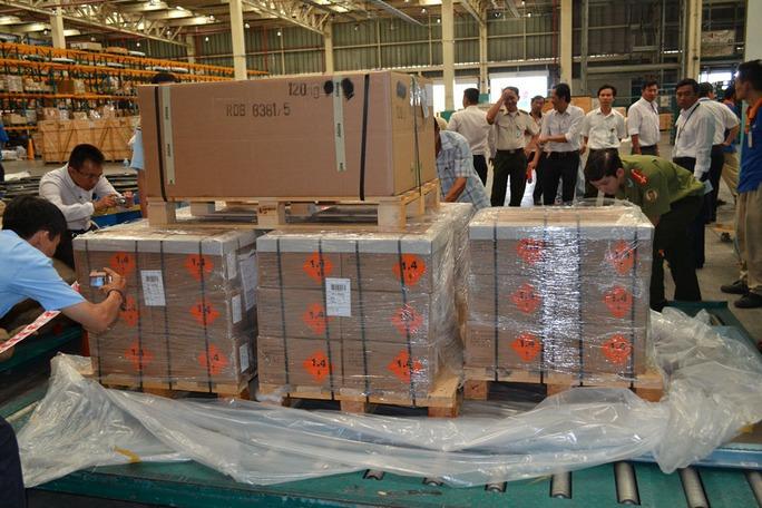 Lô hàng chứa 144.000 viên đạn nhập trái phép qua cửa khẩu sân bay quốc tế Tân Sơn Nhất