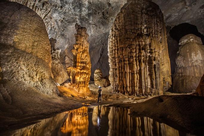 Những khối thahc5 nhũ hàng triệu năm tuổi nằm trong hang Sơn Đoòng.