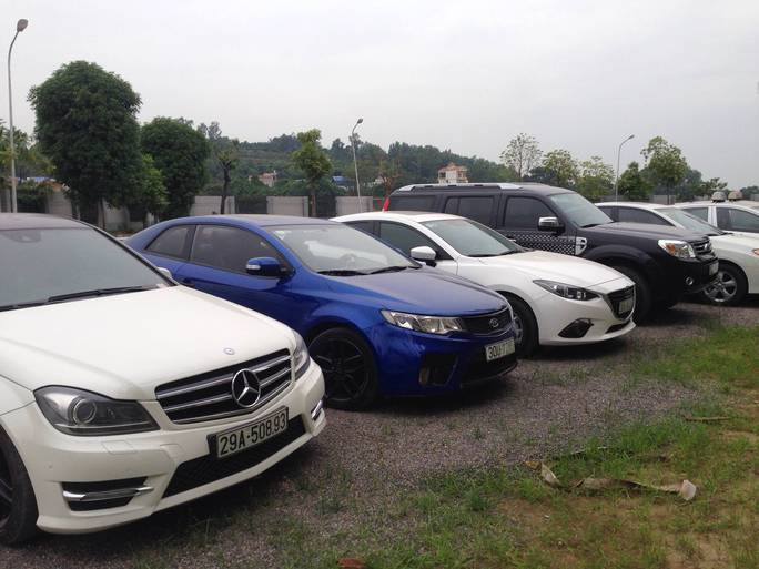Trong số ô tô bị tạm giữ có cả xe hạng sang