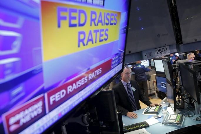 Giá cổ phiếu Mỹ tăng sau khi FED tăng lãi suất hôm 16-12. Ảnh: Reuters