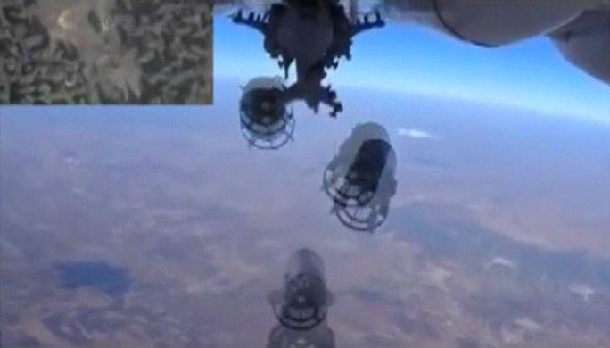Bộ Quốc phòng Nga công bố hình ảnh ném bom xuống khu vực gần Idlib, Syria. Ảnh: Reuters