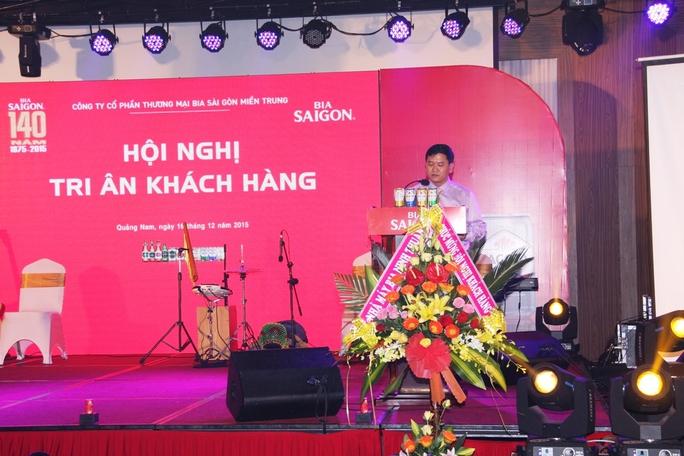 Ông Lê Văn Tài, giới thiệu sản phẩm mới của bia Sài Gòn là Bia Sagota