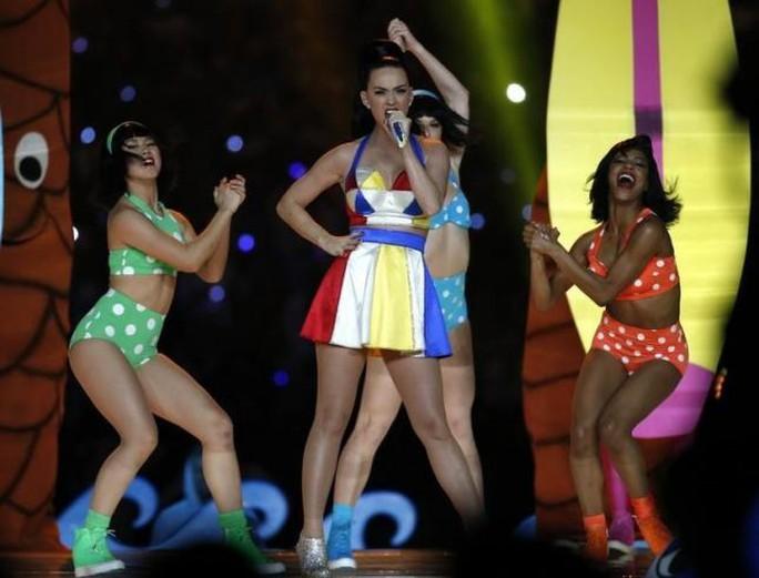 Katy Perry đánh bại Taylor khoản kiếm tiền