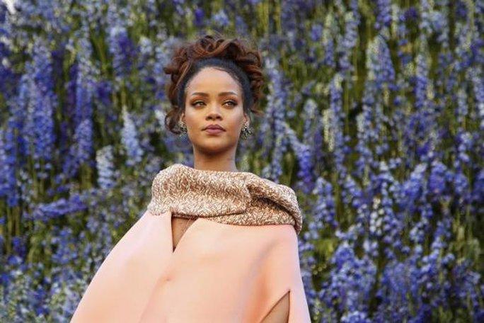 Rihanna cũng hợp tác khởi kiện