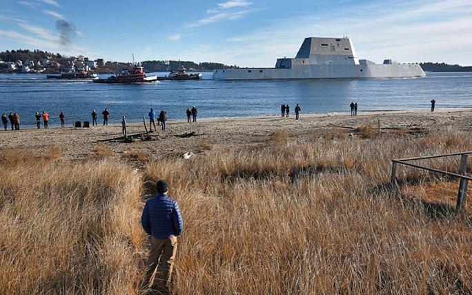 USS Zumwalt là tàu khu trục tàng hình lớn nhất từ trước đến nay của Hải quân Mỹ. Ảnh: AP
