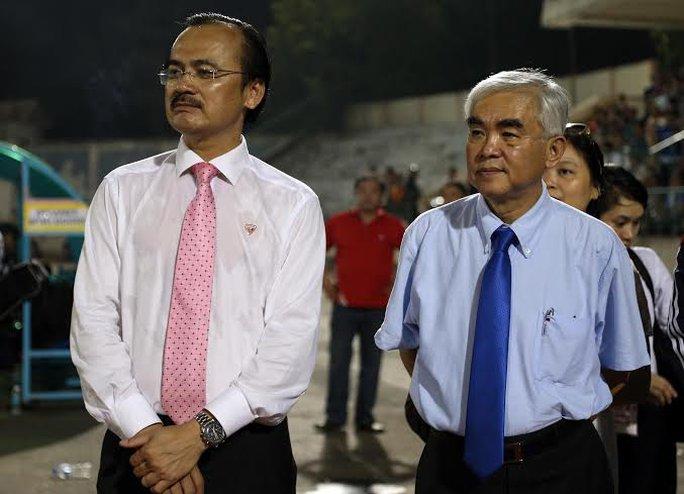 Ông Võ Quốc Thắng, Chủ tịch VPF và Chủ tịch VFF Lê Hùng Dũng tham dự buổi trao giải