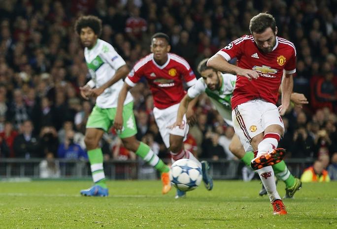 Mata được HLV Van Gaal giao trọng trách đá 11 m thay vì RooneyẢnh: REUTERS