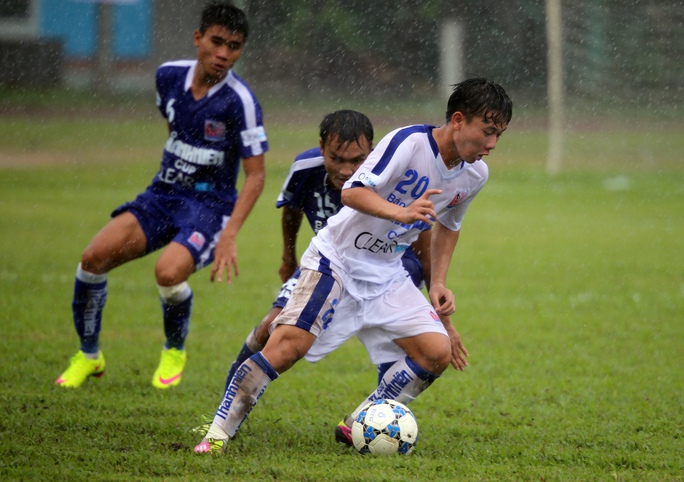 Tiền vệ Minh Vương (phải) của U21 Gia Lai là một trong những gương mặt tạo ấn tượng ở VCK Giải U21 quốc gia năm nayẢnh: Quang Liêm