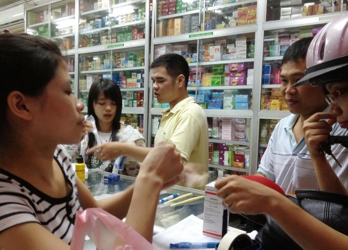 Giá thuốc liên tục tăng khiến nhiều bệnh nhân thêm lo lắng