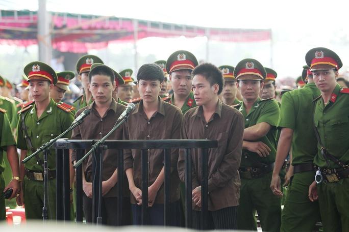 Tiến, Dương và Thoại là những bị cáo liên quan đến vụ thảm sát Bình Phước gây chấn động dư luận năm 2015.