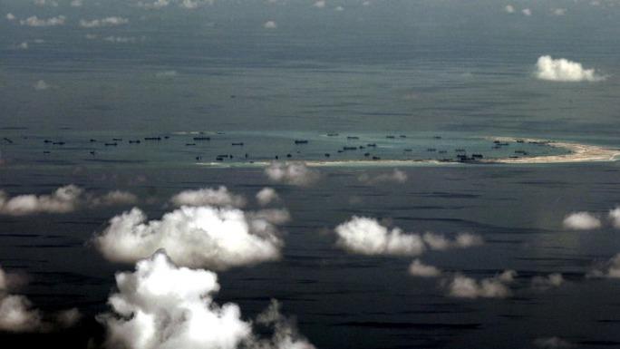 Hoạt động xây đảo nhân tạo trên biển Đông của Trung Quốc gây nhiều lo ngại. Ảnh: Reuters