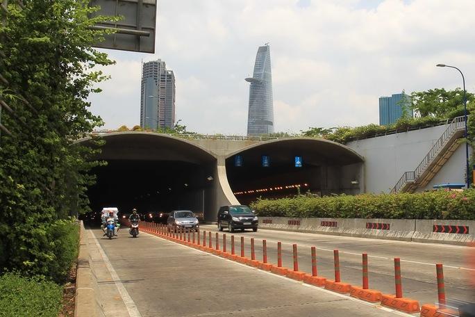 Hầm vượt sông Sài Gòn - công trình trọng điểm của thành phố. Ảnh: HOÀNG TRIỀU