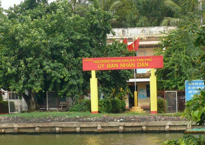 Trụ sở xã Tân Phú, nơi có nhiều cán bộ xài bằng giả