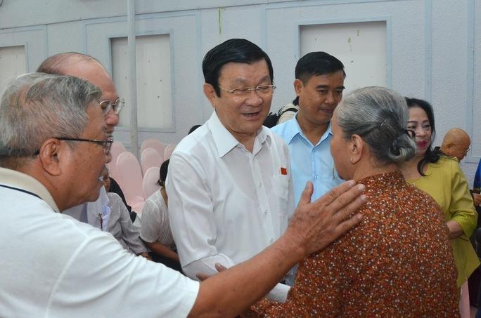 Chủ tịch nước Trương Tấn Sang tiếp xúc cử tri quận 1 sáng 12-10.