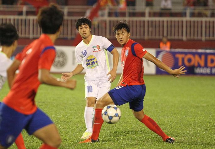 Ở vòng bảng, U21 HAGL của Công Phượng đã thua U19 Hàn Quốc 0-1
