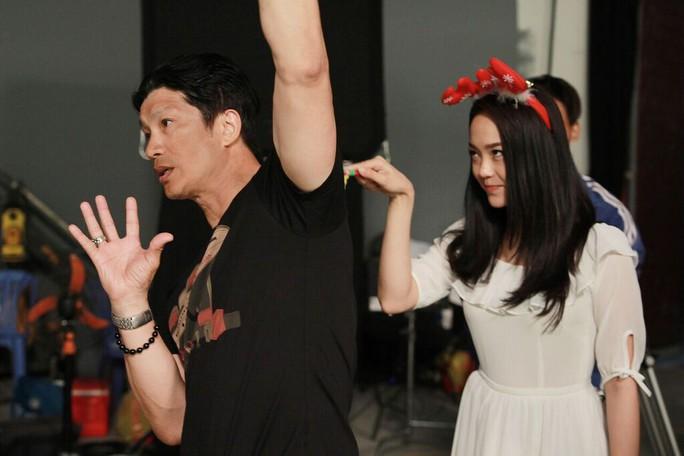 Minh Hằng chọc phá đạo diễn Dustin Nguyễn