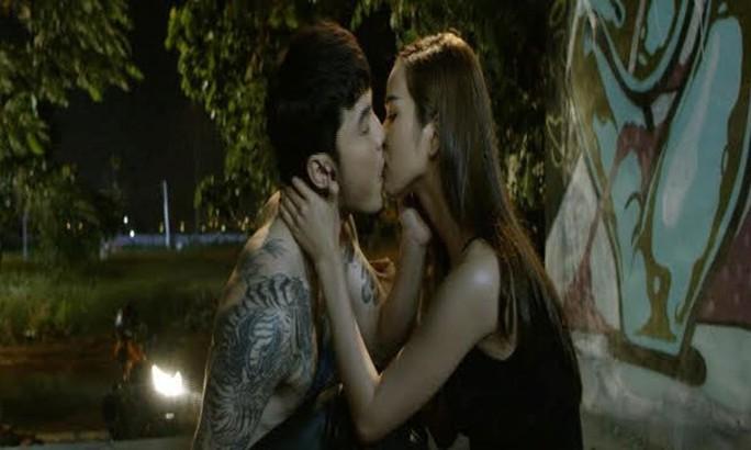 Cả 2 thể hiện cảnh thân mật trong phim