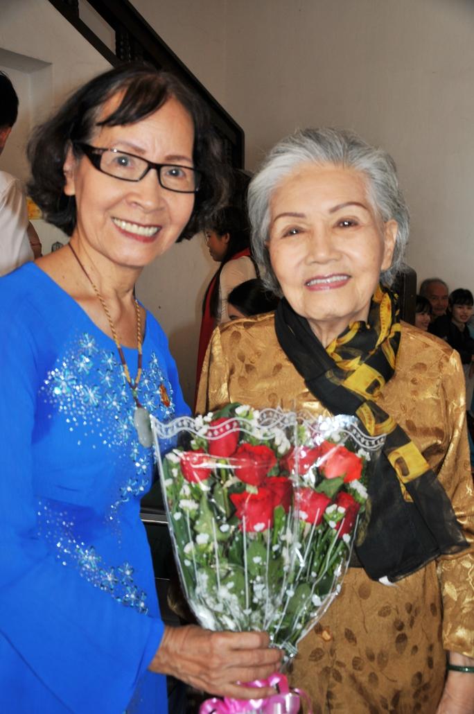 Nghệ sĩ Út Bạch Lan và nhà giáo ưu tú Phạm Thúy Hoan tại Cung VHLĐ TP HCM