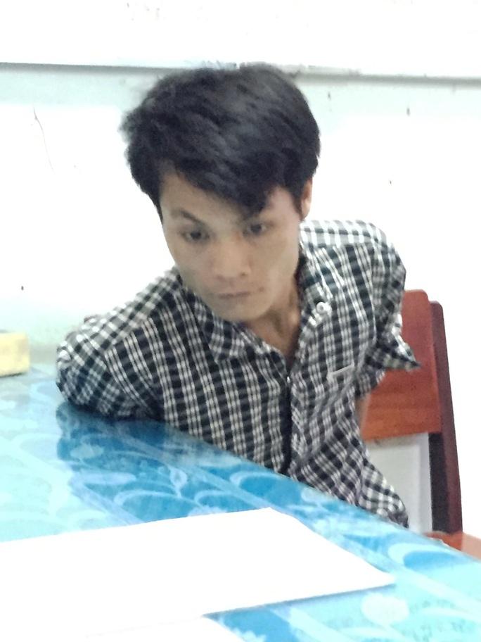 Võ Minh Sang lúc bị Phòng Cảnh sát truy nã công an Tiền Giang bắt