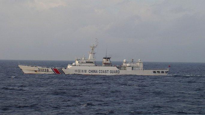 Tàu vũ trang của lực lượng bảo vệ bờ biển Trung Quốc được phát hiện gần quần đảo tranh chấp Điếu Ngư/ Senkaku. Ảnh: AP