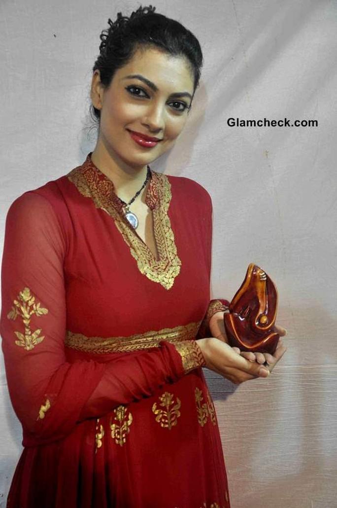 Hoa hậu Thế giới 1999 Yukta Mookhey, người bị nhận nhầm thành Priyanka Chopra.