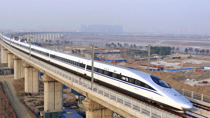 Tàu cao tốc ở Trung Quốc. Ảnh: AP