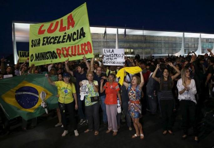 Brazil: Cựu tổng thống làm bộ trưởng, người dân biểu tình