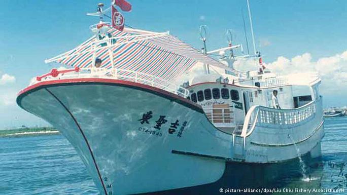 Tàu cá Tung Sheng Chi 16. Ảnh: DPA